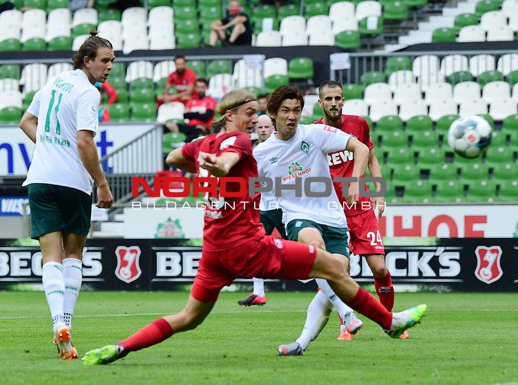 1:0 Tor v.l. Niclas Fuellkrug, Sebastiaan Bornauw, Torschuetze Yuya Osako (Bremen)<br />