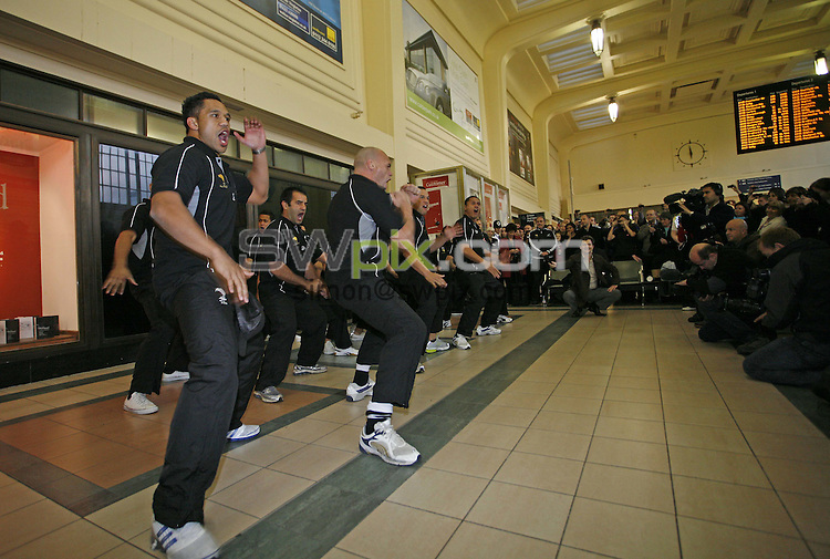 PICTURE BY BEN DUFFY/SWPIX.COM - The All Golds Centenery tour, Haka at Leeds train station...17/10/07...Copyright - Simon Wilkinson - 07811267706..The New Zealand Rugby League All Golds perform the Haka at Leeds train station as the touring team of 1907 originally did.