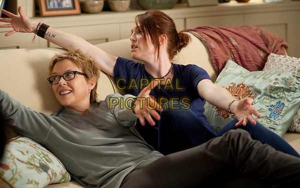 ANNETTE BENING & JULIANNE MOORE .in The Kids Are All Right (2010).*Filmstill - Editorial Use Only*.CAP/FB.Supplied by Capital Pictures.