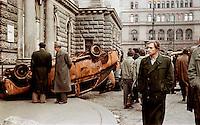 UNGARN, 11.1956.Budapest, VIII. Bezirk.Ungarn-Aufstand / Hungarian uprising 23.10.-04.11.1956:.Fussgaenger am Nationaltheater auf dem Blaha-Lujza-Platz. Sie bewundern ein ausgebranntes Auto der Geheimpolizei. Das kriegsbeschaedigte Nationaltheater wurde spaeter abgerissen....Pedestrians at the National Theatre on Blaha Lujza square. They are looking at burnt car of the secret police. The war damaged theatre was later demolished..© Jenö Kiss/EST&OST