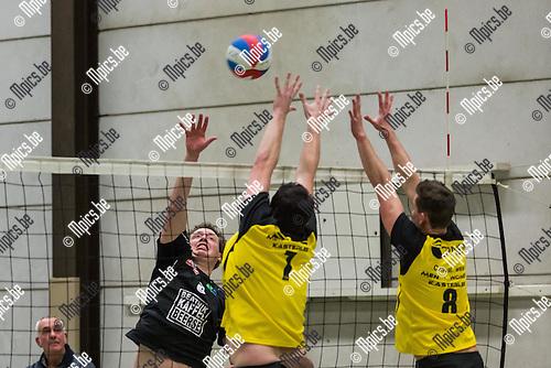 2015-01-24 / Volleybal / Seizoen 2014-2015 / Kasterlee-Beerse / Boonen S en Cornelis W (Kasterlee) met het block op een smash van VD Langenberg K (Beerse)<br /> <br /> Foto: Mpics.be