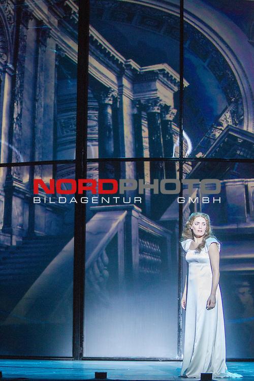 25.03.2015, Deutsches Theater, Muenchen, GER, Musical, Elisabeth im Deutschen Theater, im Bild Elisabeth (Roberta Valentini)<br /> <br />  Foto &copy; nordphoto / Straubmeier