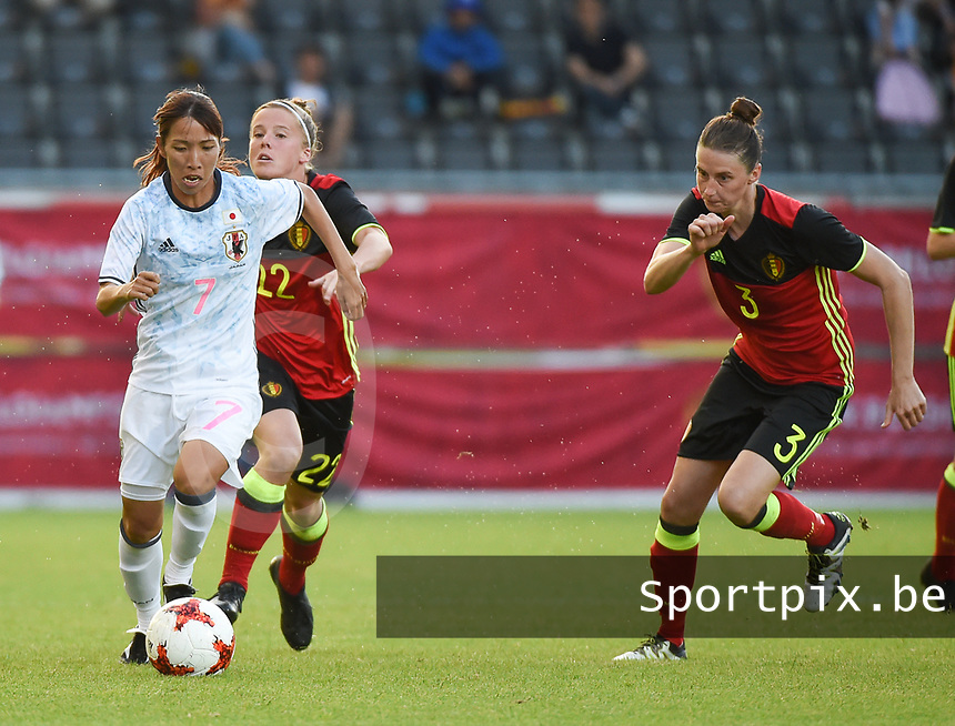 20170613 - LEUVEN ,  BELGIUM : Belgian Yana Daniels (R) and Japanese Yui Hasegawa (L) pictured during the female soccer game between the Belgian Red Flames and Japan , a friendly game before the European Championship in The Netherlands 2017  , Tuesday 13 th Juin 2017 at Stadion Den Dreef  in Leuven , Belgium. PHOTO SPORTPIX.BE | DIRK VUYLSTEKE