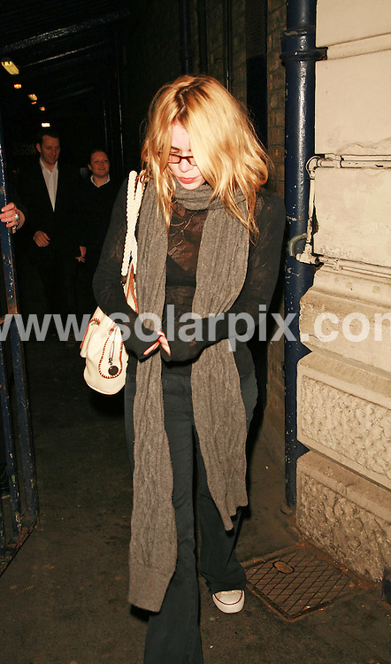 **ALL ROUND PICTURES FROM SOLARPIX.COM**.Billie Piper leaves the Garrick Theatre and heads for the Garrick Pub in central London with her latest boyfriend Laurence Fox on 09.05.07...JOB REF:  3864  GMT   DATE: 09.05.07.**MUST CREDIT SOLARPIX.COM OR DOUBLE FEE WILL BE CHARGED* *UNDER NO CIRCUMSTANCES IS THIS IMAGE TO BE REPRODUCED FOR ANY ONLINE EDITION WITHOUT PRIOR PERMISSION*