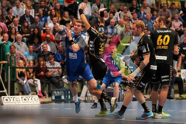 BHCs Christian Hosse (Nr.04) mit einem Sprungwurf gegen Rhein-Neckars Alexander Petersson (Nr.32)