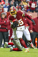 Landover, MD - December 9, 2018: Washington Redskins tight end Vernon Davis (85) catches a pass during the  game between New York Giants and Washington Redskins at FedEx Field in Landover, MD.   (Photo by Elliott Brown/Media Images International)