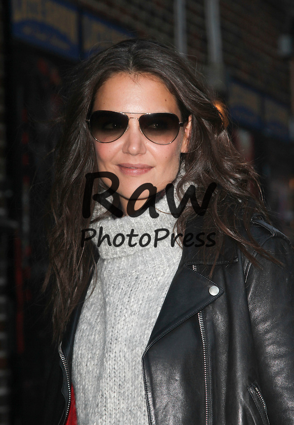 Katie Holmes ha visitado el programa 'Late Show'.<br /> <br /> Photo &copy; 2014 Luis Guerra/The Grosby Group <br /> New York, Nov 10th 2014<br /> <br /> Katie Holmes visits the late show with David Letterman in Manhattan, NYC.