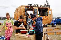 Culinair festival  Het Hoofdgerecht op het Stenen Hoofd in Amsterdam. Wedstrijd Pieperjassen