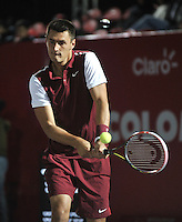 BOGOTA- COLOMBIA 23-07-2015: Bernard Tomic de Australia, devuelve la bola a Adrian Menendez-Maceiras de España durante partido del ATP Claro Open Colombia de Tenis en las canchas del Centro de Alto rendimiento en Altura en la ciudad de Bogota. / Bernard Tomic of Australia returns the ball to Adrian Menendez-Maceiras of Spain during a match to the ATP Claro Open Colombia of Tennis in the courts of the High Performance Center in Altura in Bogota City. Photo: VizzorImage / Luis Ramirez / Staff.