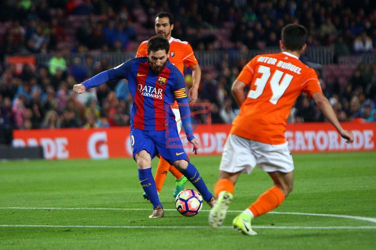 League Santander 2016/2017. Game: 34.<br /> FC Barcelona vs CA Osasuna: 7-1.<br /> Lionel Messi vs Aitor Bu&ntilde;uel.