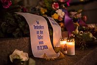 Gedenken am Dienstag den 19. Dezember 2017 anlaesslich des 1. Jahrestag des Terroranschlag auf den Weihnachtsmarkt auf dem Berliner Breitscheidplatz am 19.12.2016 durch den Terroristen Anis Amri.<br /> Im Bild: Der Gedenkort am Abend mit brennenden Kerzen.<br /> 19.12.2017, Berlin<br /> Copyright: Christian-Ditsch.de<br /> [Inhaltsveraendernde Manipulation des Fotos nur nach ausdruecklicher Genehmigung des Fotografen. Vereinbarungen ueber Abtretung von Persoenlichkeitsrechten/Model Release der abgebildeten Person/Personen liegen nicht vor. NO MODEL RELEASE! Nur fuer Redaktionelle Zwecke. Don't publish without copyright Christian-Ditsch.de, Veroeffentlichung nur mit Fotografennennung, sowie gegen Honorar, MwSt. und Beleg. Konto: I N G - D i B a, IBAN DE58500105175400192269, BIC INGDDEFFXXX, Kontakt: post@christian-ditsch.de<br /> Bei der Bearbeitung der Dateiinformationen darf die Urheberkennzeichnung in den EXIF- und  IPTC-Daten nicht entfernt werden, diese sind in digitalen Medien nach §95c UrhG rechtlich geschuetzt. Der Urhebervermerk wird gemaess §13 UrhG verlangt.]