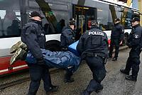 GERMANY, Hamburg , activists of  deCOALonize europe block the Kattwyk bridge near coal power station Moorburg to protest against coal burning and hard coal imports / DEUTSCHLAND, Hamburg, Aktivisten des Buendnis deCOALonize europe blockieren die Kattwyk Bruecke am Kohlekrafttwerk Moorburg aus Protest gegen Kohlekraft und Import Kohle aus fragwürdigen Kohleabbaugebieten in Russland, Kolumbien etc, Polizei loest Versammlung auf und traegt Demonstranten in einen HVV Bus zu Abtransport
