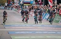 TTT winners Team Canyon-Sram rolling over the finish line<br /> <br /> UCI WOMEN&lsquo;S TEAM TIME TRIAL<br /> Ötztal to Innsbruck: 54.5 km<br /> <br /> UCI 2018 Road World Championships<br /> Innsbruck - Tirol / Austria