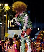 RIO DE JANEIRO, RJ, 22 DE FEVEREIRO 2012 - BAILE GALA GAY - Foliao e visto chegando no tradicional Baile Gala Gay na regiao central do Rio de Janeiro, na noite de onte terca-feira, 21. (FOTO: WILLIAM VOLCOV - BRAZIL PHOTO PRESS).
