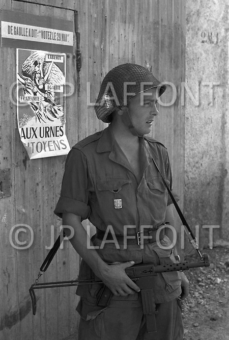 Ecole Militaire d'Infanterie de Cherchell, Algérie, October 1960. EOR (Eleves Officiers de Reserves). Propaganda poster for the Referendum.