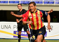 PEREIRA -COLOMBIA-01-11-2014. Johan Fano celebra un gol durante el encuentro entre Aguilas Pereira y Deportivo Pasto por la fecha 17 de la Liga Postobon II 2014 jugado en el estadio Hernán Ramírez Villegas de Pereira./ Johan Fano player of Aguilas celebrates a goal the match between Aguilas Pereira and Deportivo Pasto for the 17th date of the Postobon League II 2014 played at Hernan Ramirez Villegas of Pereira city.  Photo:VizzorImage/ CONT