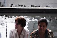 SAO PAULO, SP, 31.08.2013 - MARCHA DAS MULHERES - Mulheres se reúnem no vão livre do Masp na tarde deste sábado (31) para a Marcha Mundial das Mulheres, no centro da capital paulista. O ato marca encerramento do Encontro Internacional da Marcha Mundial das Mulheres, realizado no Memorial da América Latina. Os participantes seguem pela Avenida Paulista até a Praça da República. (Foto: Fabio Martins / Brazil Photo Press).