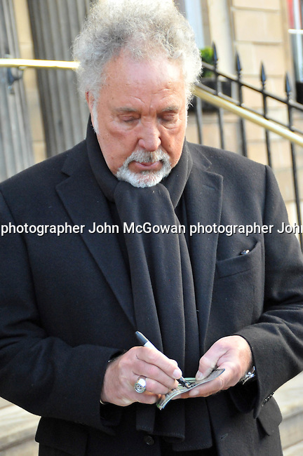 exclusive pics of sir tom jones & his son mark woodward leaving