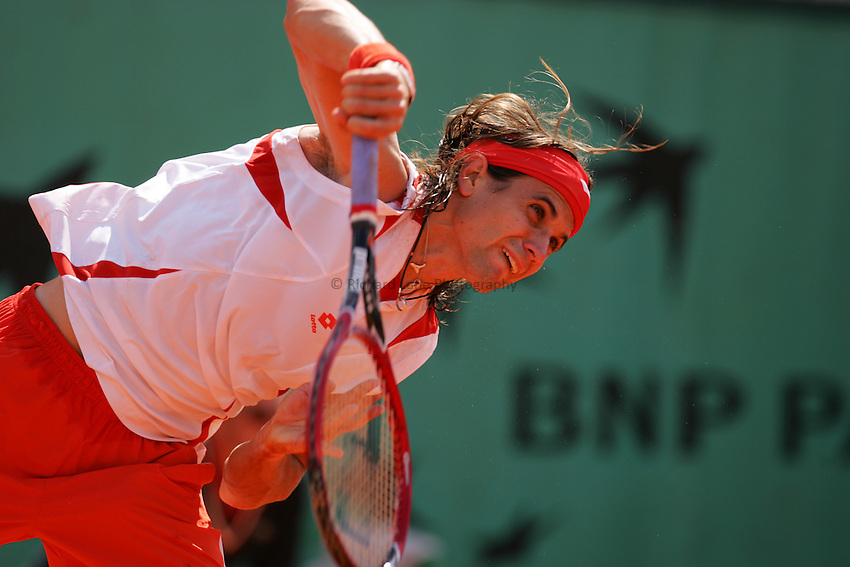 Photo: Iconsport/Richard Lane Photography..French Open, Roland Garros 2007. 31/05/2007..David Ferrer serves.
