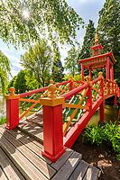 France, Cher (18), Apremont-sur-Allier, labellisé Plus Beaux Villages de France, Parc Floral d'Apremont-sur-Allier, le pont-pagode d'inspiration chinois