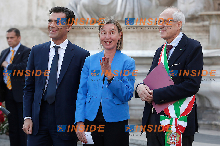 Sandro Gozi, Federica Mogherini e Francesco Paolo Tronca<br /> Roma 09-05-2016. Campidoglio. Nuove bandiere dell'Italia e dell'Europa per le scuole romane. La consegna simbolica a 1500 bambini al Campidoglio.<br /> Rome 9th May 2016.  Campidoglio. New flags, of Italy and Europe for all the schools in Rome, delivered symbolically at 1500 elementary school children.<br /> Photo Samantha Zucchi Insidefoto