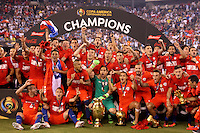 NEW JERSEY - UNITED STATES, 27-06-2016: Jugadores de Chile celebran como campeones después del encuentro entre Argentina (ARG) y Chile (CHI) durante partido por la final de la Copa América Centenario USA 2016 jugado en el estadio Metlife en New Jersey, NJ, USA. /  Players of Chile celebrate as champions after the match between Argentina (ARG) and Chile (CHI) for the final of the Copa América Centenario USA 2016 played at Metlife stadium in New Jersey, NJ, USA. Photo: VizzorImage/ Luis Alvarez /Str