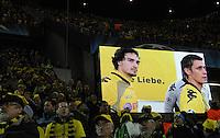FUSSBALL   CHAMPIONS LEAGUE   SAISON 2011/2012  Borussia Dortmund - Olympique Marseille   06.12.2011 Mats Hummels (li) und Sebastian Kehl (re, beide Dortmund) auf der Video-Leinwand im Sigal Iduna Park