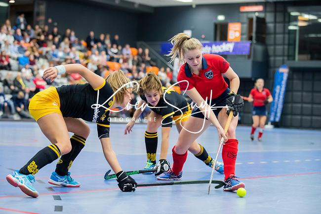 ROTTERDAM  - NK Zaalhockey,   halve finale dames Laren-Den Bosch. Laren wint.  Lisanne de Lange (Lar)  COPYRIGHT KOEN SUYK