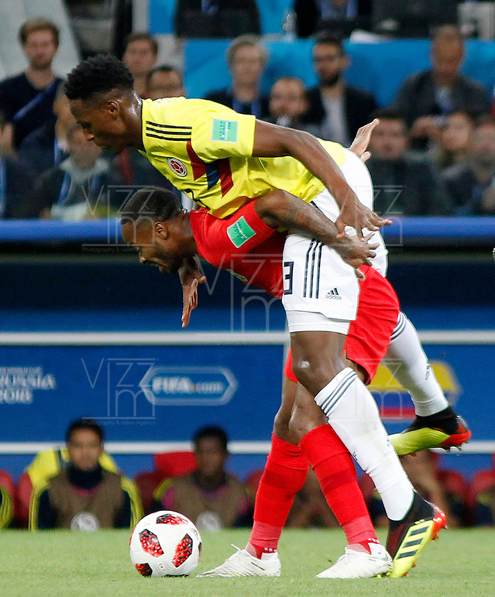 MOSCU - RUSIA, 03-07-2018: Yerry MINA (Izq) jugador de Colombia disputa el balón con Raheem STERLING (Der) jugador de Inglaterra durante partido de octavos de final por la Copa Mundial de la FIFA Rusia 2018 jugado en el estadio del Spartak en Moscú, Rusia. / Yerry MINA (L) player of Colombia fights the ball with Raheem STERLING (R) player of England during match of the round of 16 for the FIFA World Cup Russia 2018 played at Spartak stadium in Moscow, Russia. Photo: VizzorImage / Julian Medina / Cont