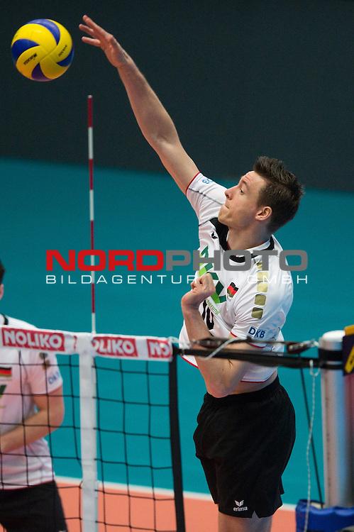 29.12.2013, Lotto Dome, Maaseik<br /> Volleyball, Belgien vs. Deutschland<br /> <br /> Angriff Jochen Sch&ouml;ps / Schoeps (#10 GER)<br /> <br />   Foto &copy; nordphoto / Kurth