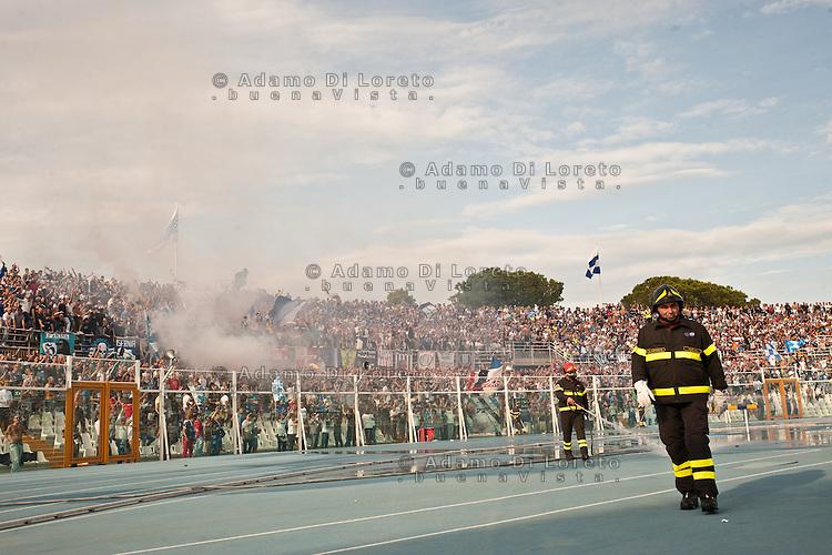 PESCARA (PE) 07/10/2012: SERIE A CAMPIONATO 2012/2013 7a GIORNATA PESCARA - LAZIO 0 -3. NELLA FOTO LA CURVA DEI TIFOSI DEL PESCARA  FOTO ADAMO DI LORETO