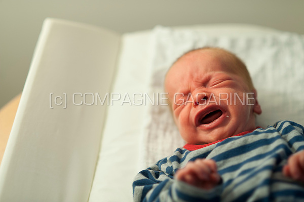 Illustration picture of a newborn baby crying (Heverlee, 30/01/2017)