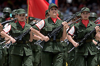 Mujeres  de la Reserva Nacional de Ejercito de Venezuela durante un desfile militar en Fuerte Tiuna, en Caracas. La reserva en la mayoria de los casos consiste en civiles que reciben entrenamiento militar, aunque  solo algunos de ellos tienen armas.+mujer, soldado*Women  of the Venezuelan Army National Reserve  during a military parade in Fuerte Tiuna, Caracas. The reserve of the army is composed by civilians with some military trainning, even if just some  of them has no weapons.+woman, soldier