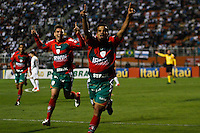 ATENÇÃO EDITOR: FOTO EMBARGADA PARA VEÍCULOS INTERNACIONAIS SÃO PAULO,SP,22 SETEMBRO  2012 - CAMPEONATO BRASILEIRO - SANTOS x PORTUGUESA - Bruno Mineiro  jogador da Portuguesa  comemora gol durante partida Santos x Portuguesa  válido pela 26º rodada do Campeonato Brasileiro no Estádio Paulo Machado de Carvalho (Pacaembu), na noite deste sabado (22). (FOTO: ALE VIANNA -BRAZIL PHOTO PRESS)