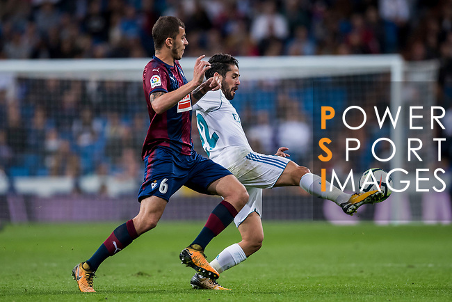 Isco Alarcon (r) of Real Madrid battles for the ball with Cristian Rivera Hernandez of SD Eibar during the La Liga 2017-18 match between Real Madrid and SD Eibar at Estadio Santiago Bernabeu on 22 October 2017 in Madrid, Spain. Photo by Diego Gonzalez / Power Sport Images