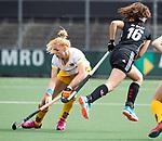 AMSTELVEEN - Hockey - Hoofdklasse competitie dames. AMSTERDAM-DEN BOSCH (3-1).  Margot van Geffen (Den Bosch) met rechts /     COPYRIGHT KOEN SUYK