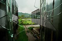 Potocari / Srebrenica / Republika Srpska 2010<br /> Veduta dall'interno della ex-fabbrica di accumulatori divenuta base del contingente olandese dell'ONU nel luglio 1995. Il Luogo è divenuto un Memoriale e mantiene lo stato di abbandono e i graffiti tracciati sui muri prima dal contingente UNPROFOR e poi dalle truppe serbe che avevano ridotto la fabbrica come un lager.View from inside the former factory of accumulators has become base of the Dutch contingent of the UN in July 1995. The place has become a memorial and maintains the state of abandonment and graffiti drawn on the walls before the UNPROFOR contingent and then by Serb troops who had reduced the factory as a concentration camp. <br /> Photo Livio Senigalliesi