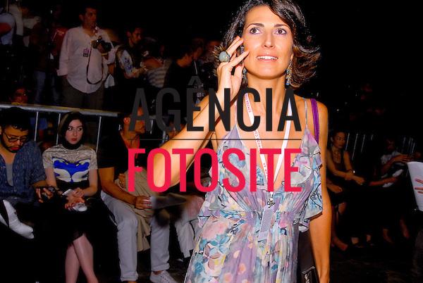 São Paulo, Brasil – 19/01/2010 - Jacqueline Dalabona no desfile de Ronaldo Fraga durante o São Paulo Fashion Week  -  Inverno 2010. Foto : Mathias Coaracy / Ag. Fotosite
