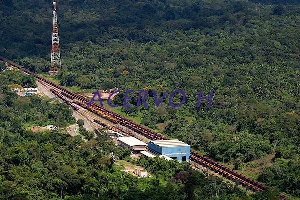 Distrito Industrial de Marab&aacute;.<br /> <br /> Produzindo de a&ccedil;o e ferro gusa o distrito  <br /> onta com a ferrovia de Caraj&aacute;s ao lado.<br /> <br /> No sul do Par&aacute;, os munic&iacute;pios de Marab&aacute;, Parauapebas e Cana&atilde; dos Carajas, come&ccedil;am a viver as transforma&ccedil;&otilde;es trazidas pelos grandes investimentos da ind&uacute;stria mineral. De acordo com o sindicato da categoria, at&eacute; 2014 devem ser investidos cerca de U$40 bilh&otilde;es em v&aacute;rios projetos de explora&ccedil;&atilde;o e transforma&ccedil;&atilde;o mineral.<br /> Vista a&eacute;rea do distrito industrial de Marab&aacute;.<br /> Marab&aacute;, Par&aacute;, Brasil.<br /> Foto Paulo Santos<br /> 20/05/2010