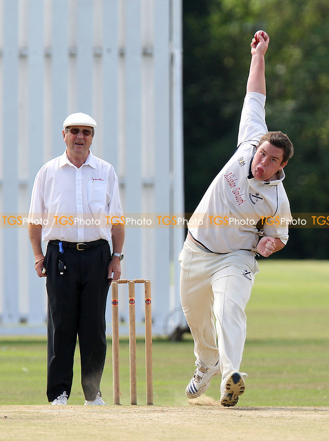 A Ison in bowling action for Gidea Park - Gidea Park & Romford CC vs Upminster CC - Essex Cricket League - 15/08/09 - MANDATORY CREDIT: Gavin Ellis/TGSPHOTO - Self billing applies where appropriate - Tel: 0845 094 6026