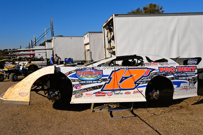 Feb 17, 2014; 4:34:21 PM;  Barberville, FL, USA;  World of Outlaws Late Model Series for 43rd Annual DIRTcar Nationals presented by Summit Racing Equipment at Volusia Speedway Park.  Mandatory Credit: (thesportswire.net)