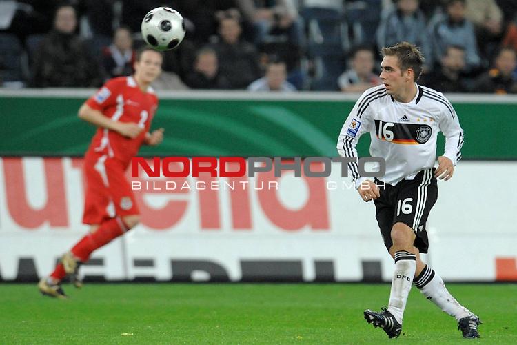 Fussball, L&auml;nderspiel, WM 2010 Qualifikation Gruppe 4 in M&ouml;nchengladbach ( Borussia Park ) <br />  Deutschland (GER) vs. Wales ( GB ) 1:0 ( 0:0 )<br /> <br /> Philipp Lahm ( Ger / Bayern Muenchen #16)<br /> <br /> <br /> <br /> Foto &copy; nph (  nordphoto  )<br />  *** Local Caption ***