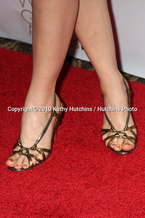 Leslie Mann.arriving at 2010 Writers Guild of America Awards.Century Plaza Hotel.Century City, CA.February 20, 2010.©2010 Kathy Hutchins / Hutchins Photo....