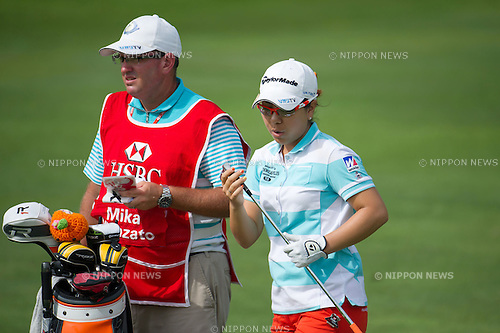 Mika Miyazato (JPN),.MARCH 3, 2013 - Golf :.Mika Miyazato of Japan chats with her caddie during the final round of the the HSBC Women's Champions golf tournament at Sentosa Golf Club in Singapore. (Photo by Haruhiko Otsuka/AFLO)
