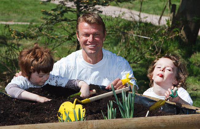 Artur Numan opens the Craighalbert learning garden in Cumbernauld for Rangers with Ava Horn and Alix Rae, 5 yrs old