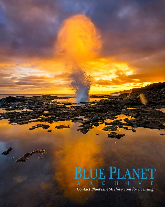 blowhole, at sunset, Spouting Horn, Poipu, Kauai, Hawaii, USA, Pacific Ocean
