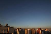 FOTO EMBARGADA PARA VEICULOS INTERNACIONAIS. SÃO PAULO, SP, 02/02/2013, CLIMA TEMPO. Final de semana de tempo bom na capital paulista, a manhã desse Sabado(2) começou sem nuvens. Luiz Guarnieri/ Brazil Photo Press