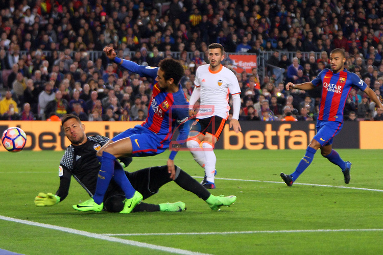 League Santander 2016/2017. Game: 28.<br /> FC Barcelona vs Valencia CF: 4-2.<br /> Diego Alves vs Neymar.