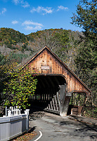 Covered bridge, Middle Bridge, Woodstock, Vermont, USA.