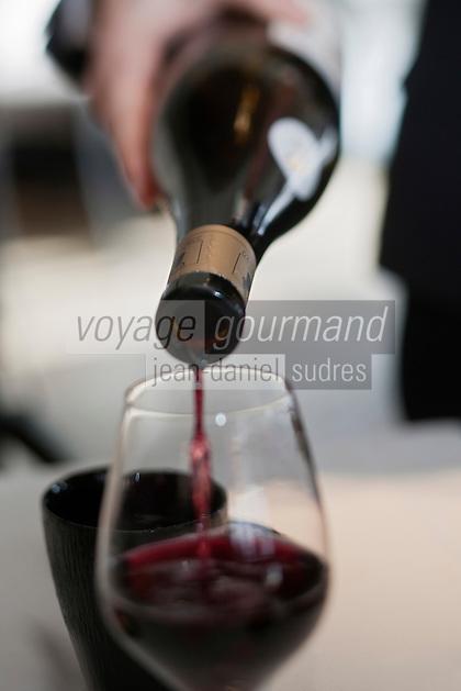 Europe/France/Rhône-Alpes/74/Haute-Savoie/Megève: Service du vin au Restaurant: L'Alpaga